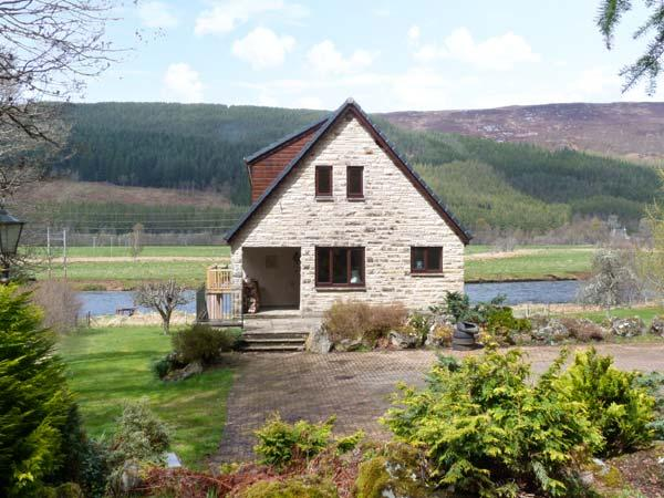 KERROWBURN LODGE, quality cottage by river, open fire, en-suite, tranquil setting, Cannich Ref 25665 - Image 1 - Scottish Highlands - rentals
