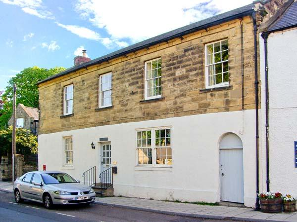 THE OLD POST OFFICE, coastal cottage, en-suites, woodburners, in Alnmouth, Ref 26012 - Image 1 - Alnmouth - rentals