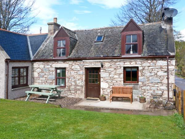 AVONDALE COTTAGE, pet-friendly, open fire, fantastic views, WiFI, in Tomintoul Ref. 26288 - Image 1 - Tomintoul - rentals