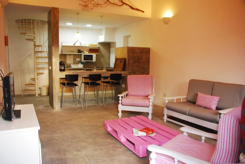 The Pink Pallet house. 5 minutes from the beach. - Image 1 - Vila do Bispo - rentals