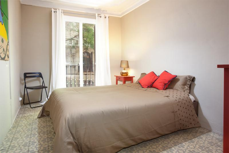 Riera Alta - Very well equipped Apartment with lift and wifi in historic building near famous market - Image 1 - Barcelona - rentals