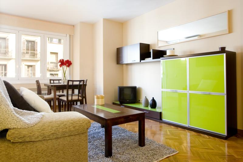 Royal Maison - Large apartment for 6 in center of Barcelona, with airco and spacious living room! - Image 1 - Barcelona - rentals