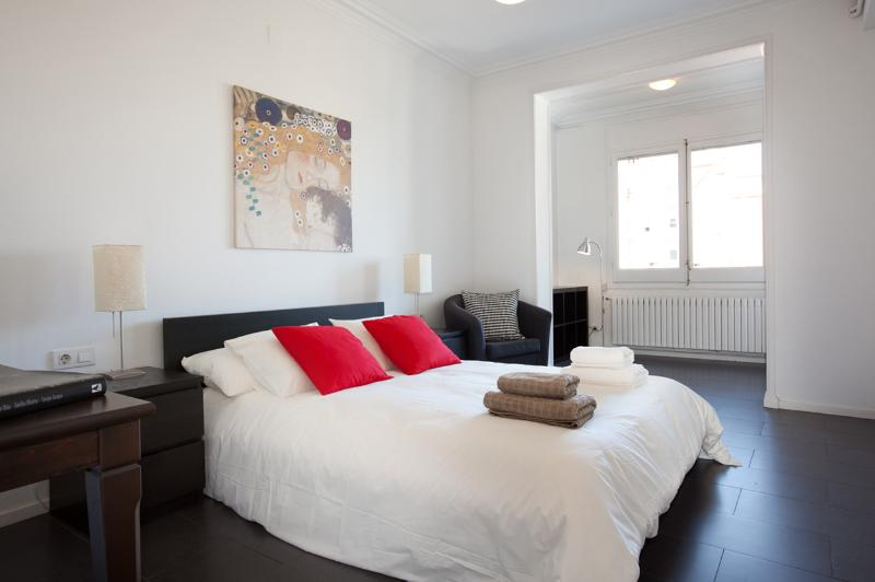Uptown Valencia spacious, airco, shopping district - Image 1 - Barcelona - rentals