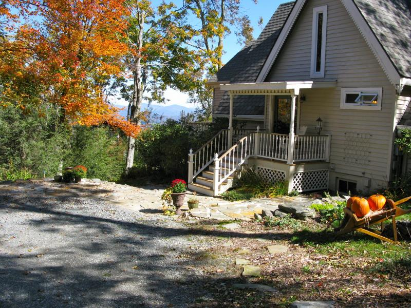 Guest entrance - Appalachian Ski Mountain - Views and cool breezes - Blowing Rock - rentals