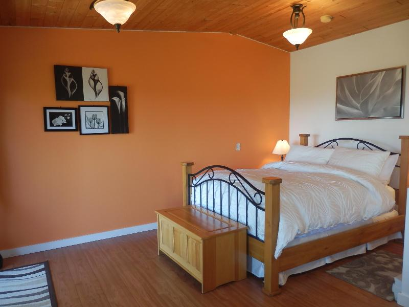 Red Cedar Suite - Armand Heights Bed and Breakfast   Red Cedar Suite - Salt Spring Island - rentals