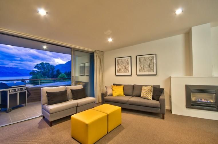 Top level - lounge and deck - Lomond View - Queenstown - rentals