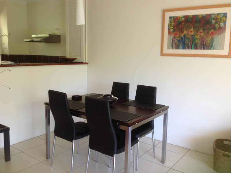 Dining area - Best Value Apartment in Tropical Palm Cove near the beach. - Palm Cove - rentals