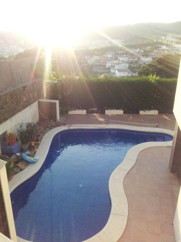 Fantastic home with pool in quiet area near the beach and the station - Image 1 - Canet de Mar - rentals