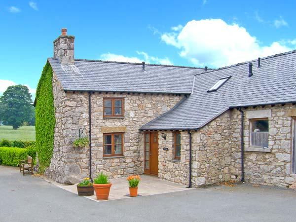 Y STABAL, woodburner, off road parking, enclosed garden, in Llandegla, Ref 18647 - Image 1 - Llandegla - rentals