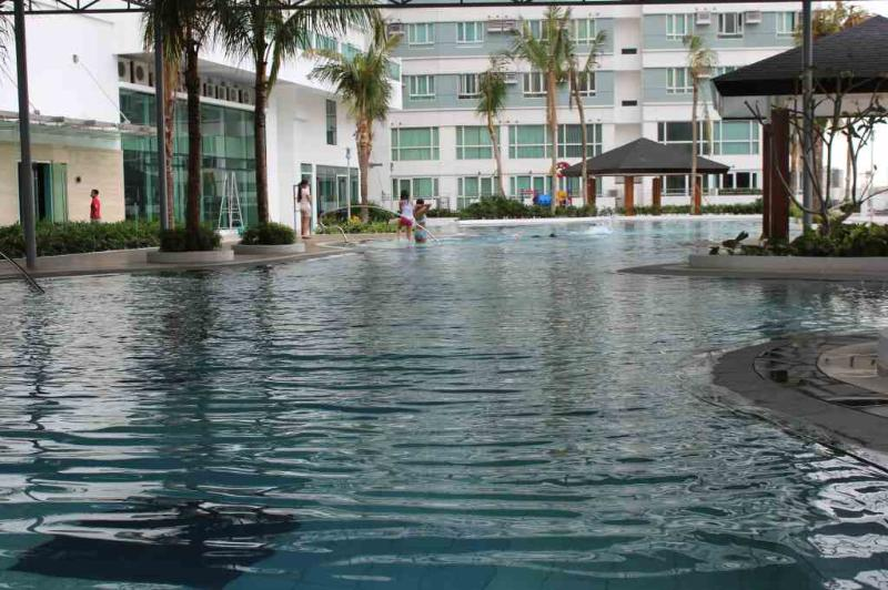 Swimmingpool (450 sqm) - One Bedroom Apartment In Makati - Makati - rentals