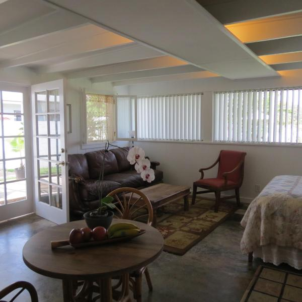 Inside the studio looking to the sitting area - Kaimalino 'calm waters' Retreat - Kailua - rentals