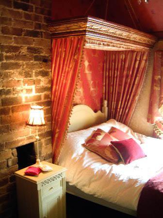 Double Bedroom - Marthas Cottage overlooking the Iron Bridge. - Ironbridge - rentals