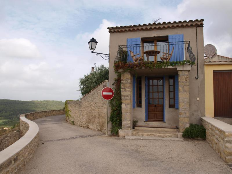 Front of house - Beautiful village house Provence, magnificent view - Cornillon-Confoux - rentals