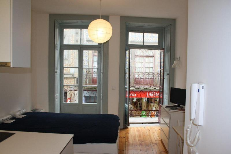 Studio T0 in Oporto Downtown - Image 1 - Porto - rentals