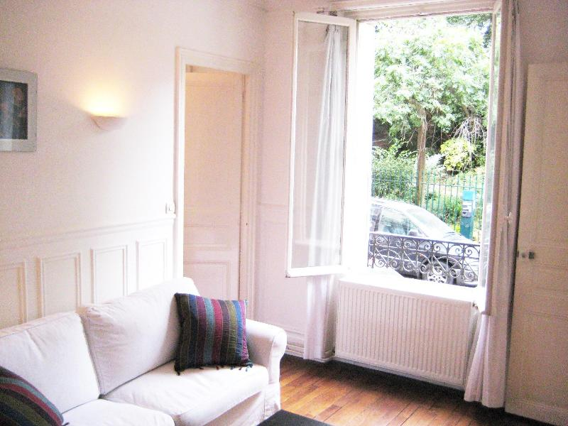 "Living with sofa (convertible to bed) and large French windows - Beautiful 1-bed in ""Latin Quarter"" opposite park - Paris - rentals"