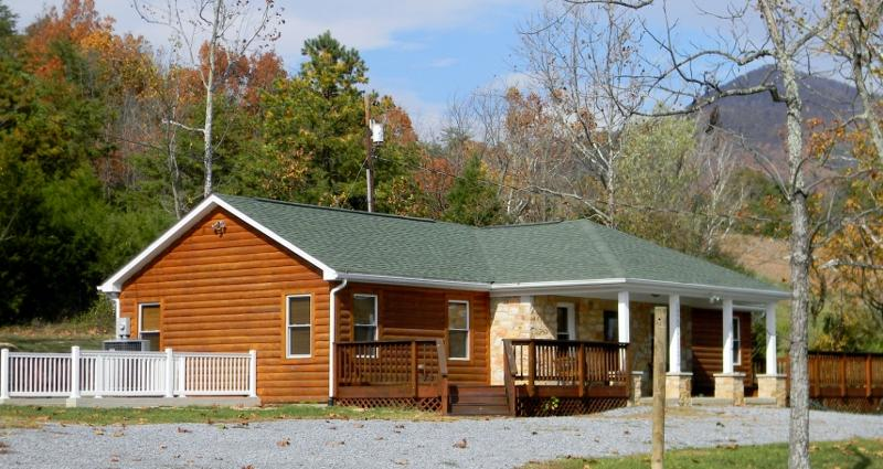1947 Rock Tavern Retreat - Spectacular River/mtn views WALK TO RIVER ACCESS - Luray - rentals