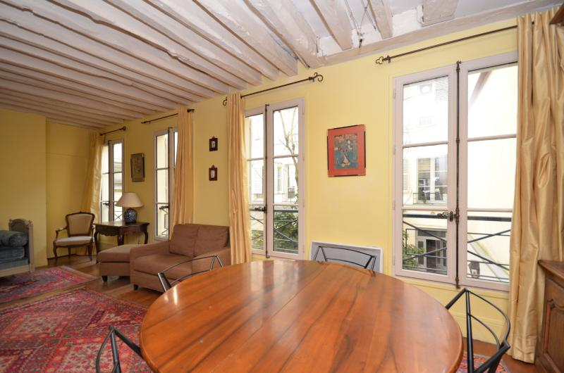 Genuine apartment St Germain des Prés Paris 06 - Image 1 - Paris - rentals