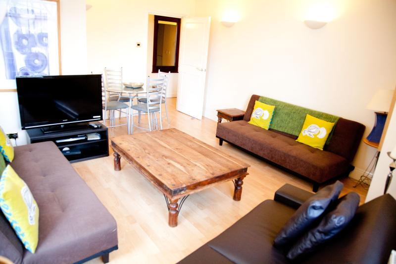 Cool London City Apt. Shops, Restaurants, Fun! - Image 1 - London - rentals