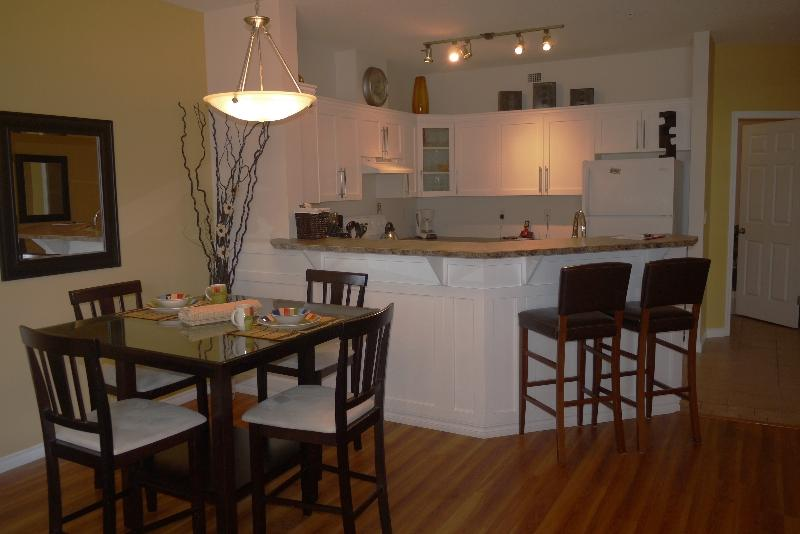 Beautiful spacious 1031 s. ft - Beautiful pool level walk out suite at Discovery B - Kelowna - rentals