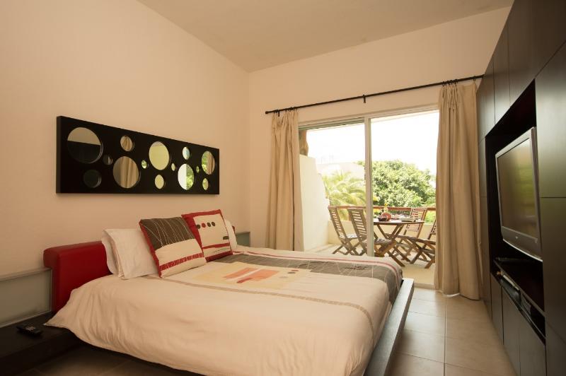 Las Olas 204 - Condo Bonita - Image 1 - Playa del Carmen - rentals