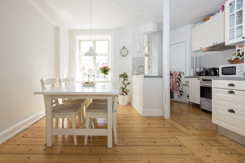 We offer a fully equipped kitchen with coffee, tea, a toaster, a water boiler and a microwave oven - Family Friendly Apartment in Best Part of Town - Copenhagen - rentals