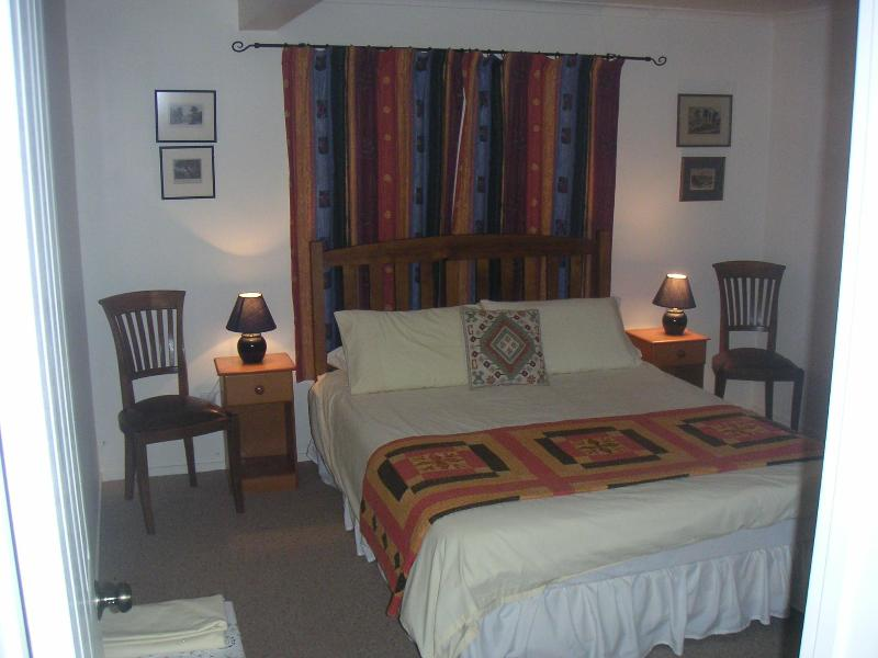 queen bedroom - garden apartment,child-friendly. Beach 2min walk. - Ahipara - rentals