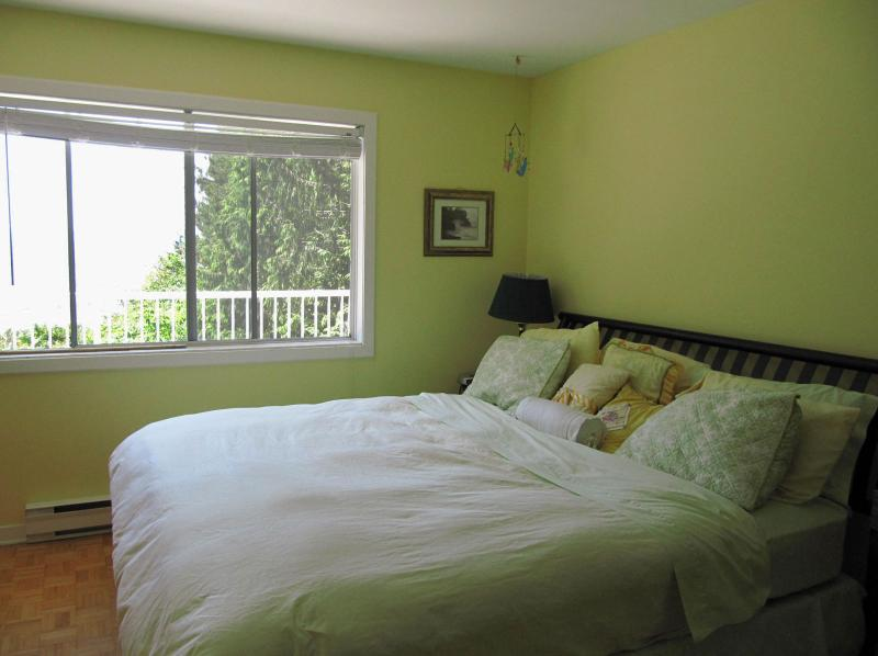 Main bedroom - Seacliff at French Beach - Sooke - rentals