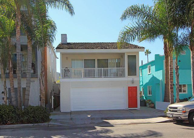Oceanside Condo Next to Balboa Pier & Fun Zone! (68335) - Image 1 - Newport Beach - rentals