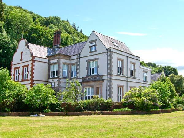 TAN Y GRAIG, impressive pet-friendly manor house by beach, open fires, acre of grounds, character, Pentraeth Ref 21923 - Image 1 - Pentraeth - rentals