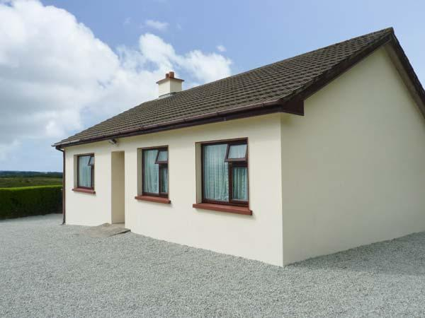 HANNAH'S HOUSE all ground floor, family-friendly, on a working farm in Sneem Ref 25724 - Image 1 - Sneem - rentals