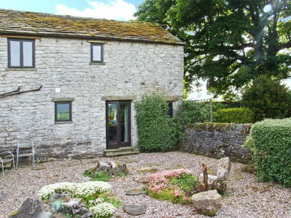 THE COTTAGE, character cottage, dog-friendly, wonderful countryside views, in Peak Forest, Ref 5630 - Image 1 - Peak Forest - rentals