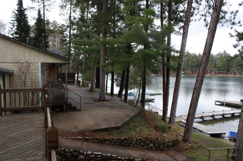 Exterior - Lakefront - 10 Steps to the Water  Waupaca Chain O'Lakes #3 - Waupaca - rentals