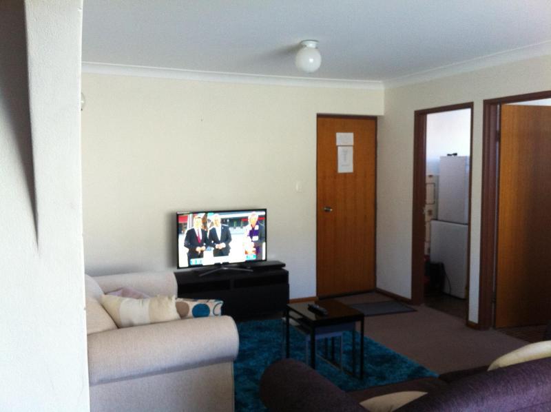 Lounge - Unit 3 (33Gippsland) - Great Value - Jindabyne - rentals