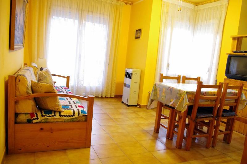 Living room and trundle bed - Cozy apartment 250mts to beach - Lloret de Mar - rentals