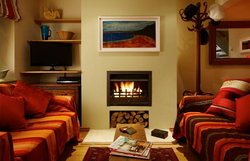 Heavenly relaxation with an open fire. - Hang Your Hat - classy hideaway in Winchester - Winchester - rentals