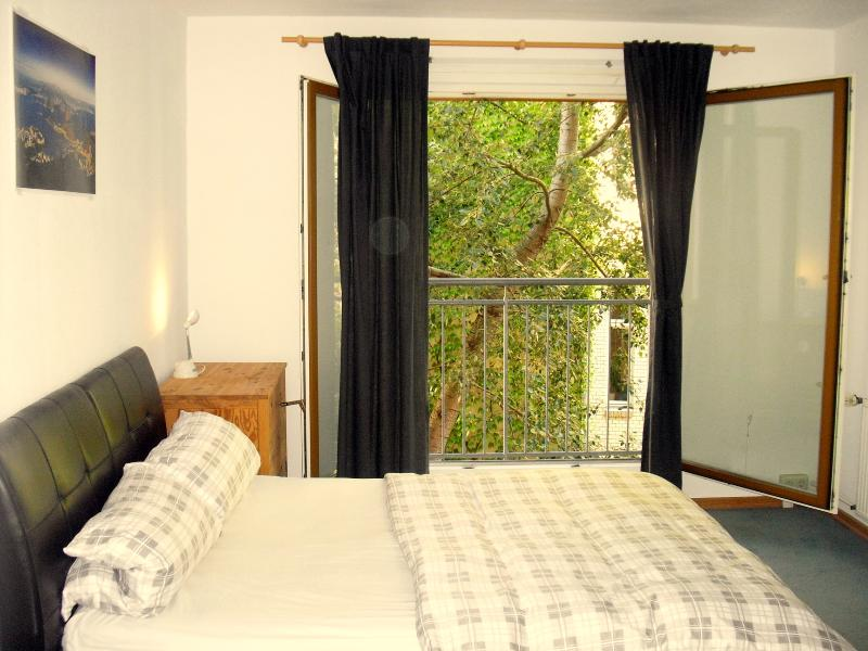 Bedroom - Berlin's Rosa Luxemburg Platz  1 bedroom in Mitte - Berlin - rentals