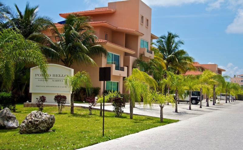 Porto Bello - 3 Bedroom Marina Front Penthouse with 5 Star Hotel Services - Puerto Aventuras - rentals