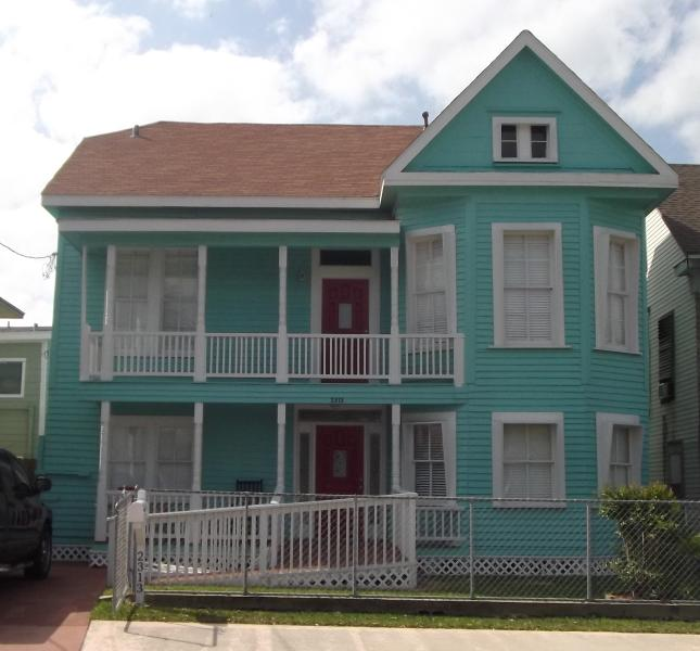 MakandBens in Gal, TX - Sleeps 16/7 Rms/ 3 Full Bths/ 3.5 Blocks from Plea - Galveston - rentals