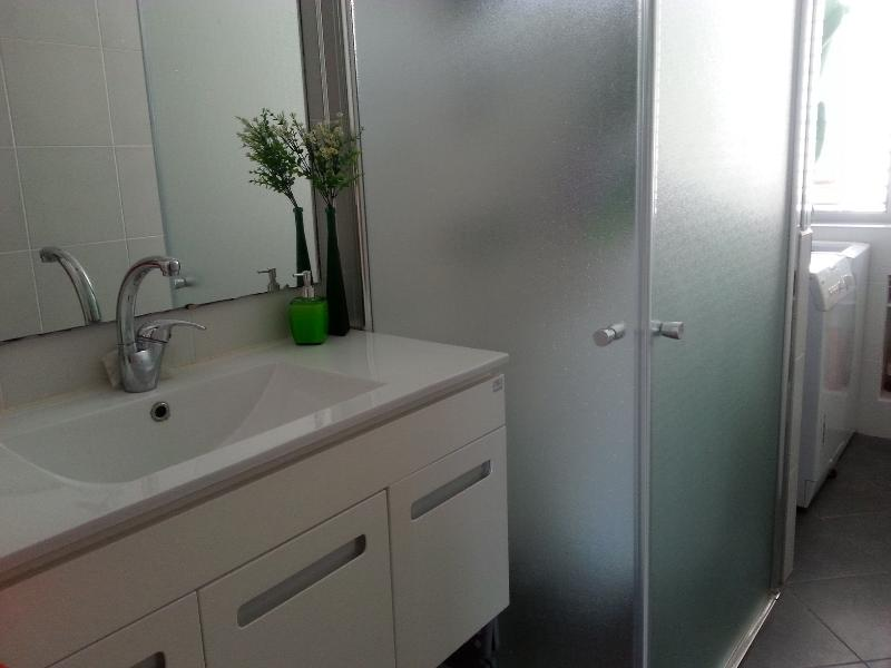 Master bathroom - Sweet & cozy apt- grate location, Ideal for family - Netanya - rentals