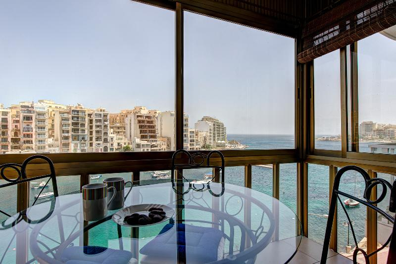 053 Water's Edge 2-bed Seafront Apartment - Image 1 - Saint Julian's - rentals