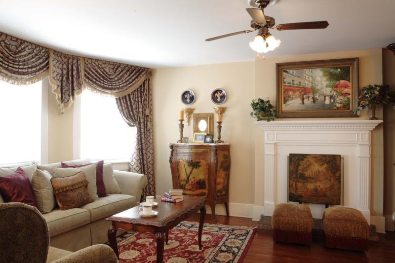 Jones Street Suites - Monterey Square Suite - Image 1 - Savannah - rentals