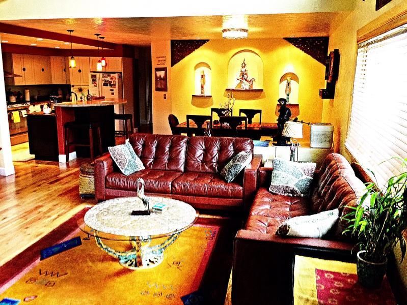 Living room - DOWNTOWN FRISCO- Master King + Queen & Full sz bed - Frisco - rentals