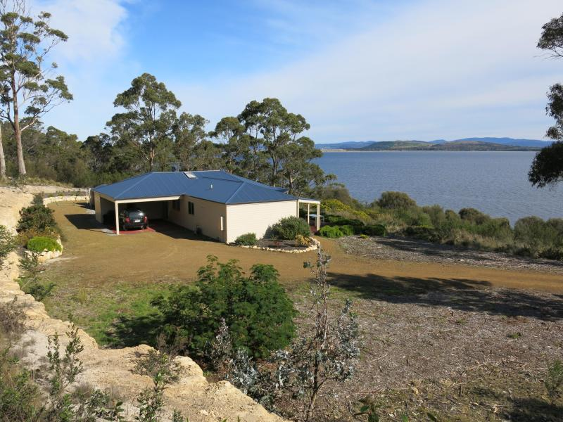 RIVERS EDGE RETREAT HOBART - Image 1 - Hobart - rentals