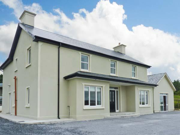 SCARTAGLEN, detached, woodburners, off road parking, garden, in Killarney Ref 27099 - Image 1 - Killarney - rentals