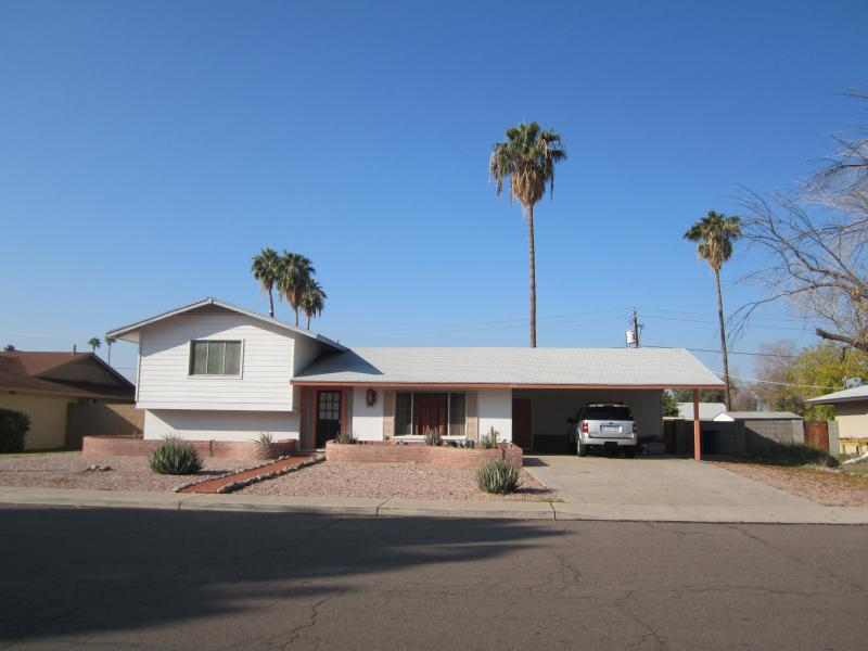 Front Elevation - ample parking - Tempe  Getaway -- Half or Whole house rental - Tempe - rentals