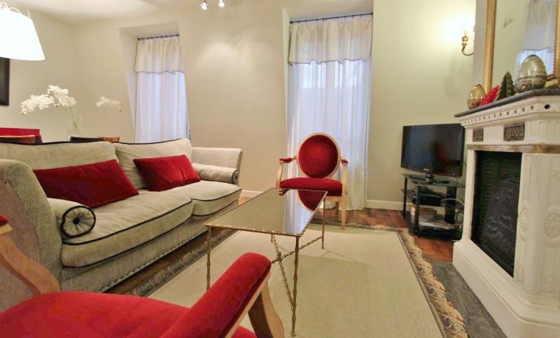 Excellent 3 Bedroom Apartment in Michodiere in Paris - Image 1 - Paris - rentals