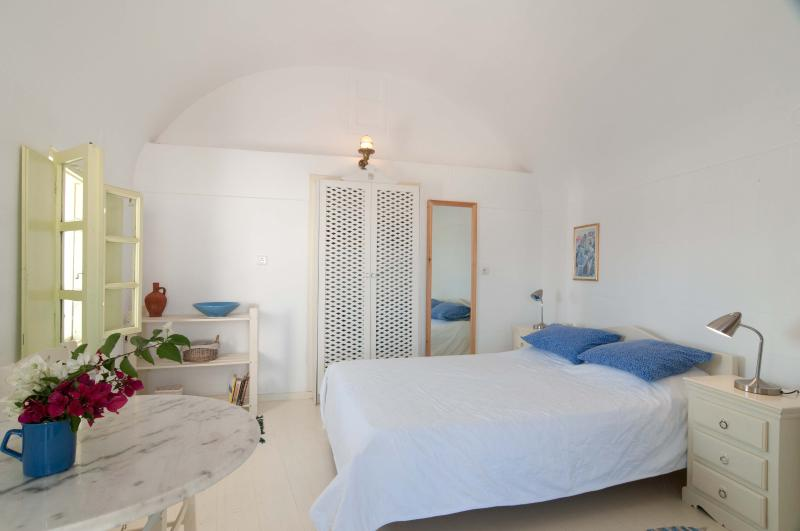 Aphrodite Studio - Image 1 - Oia - rentals