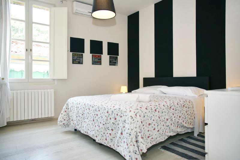 master bedroom - Boheme: Suite Apt in town near the Walls - Lucca - rentals