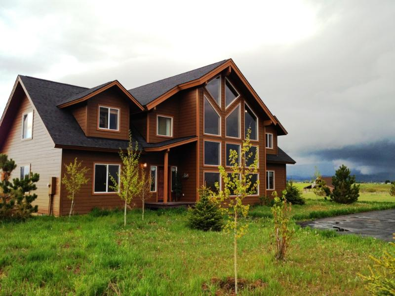Brookdale Lodge - Luxury Cabin for 21- Hot Tub, Volleyball, Family - McCall - rentals