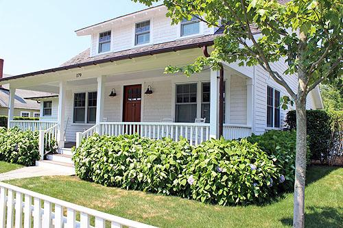 1657 - Beautiful Edgartown Village Home with Pool and Central Air Conditioning - Image 1 - Edgartown - rentals